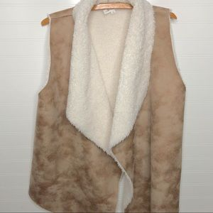 coco + Jaimeson open front drape sherpa vest M